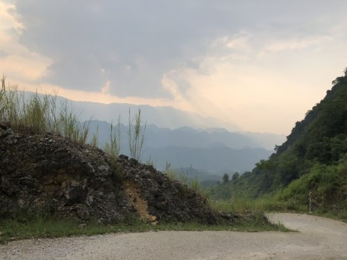 The road to Pu Luong