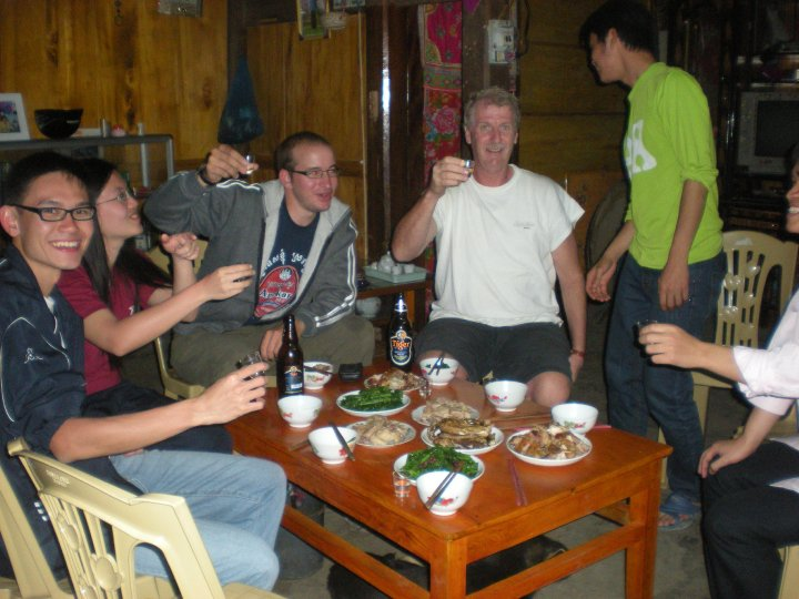 Enjoy dinner with the Family at Homestay